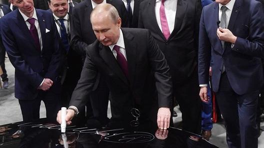 Владимир Путин дал старт производству на российском заводе Mercedes-Benz