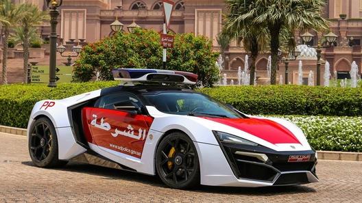 Новейший эксклюзивный суперкар поступил на службу в полицию