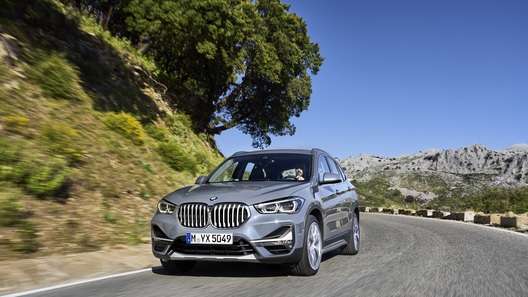 Официально представлен обновленный кроссовер BMW X1