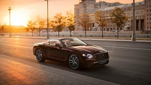 Изысканный и мощный кабриолет Bentley Continental GT появился в России