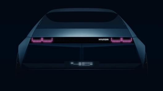 Hyundai анонсировала концептуальный электромобиль в ретро-стилистике