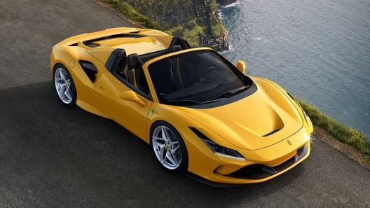 У 720-сильного купе Ferrari F8 Tributo снесло крышу