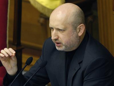 Турчинов хочет ввести для россиян визы и пускать по биометрическим паспортам