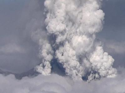 На Аляске самый активный вулкан начал выбрасывать пепел