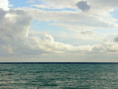 Мужчина погиб, выпав из вертолета в океан у побережья Калифорнии