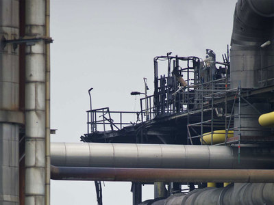 Рядом с Токио горит химический завод