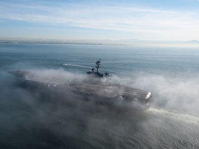 Американский авианосец, потерявший истребитель, скоро войдет в Японское море