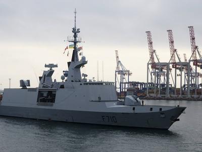 Испанские матросы вынесли с фрегата 10 тонн металл для сдачи в лом
