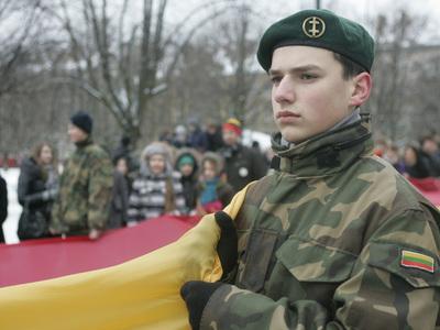 Литовским школьникам раздали пособия на случай войны с Россией