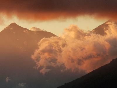 Вулкан Фуэго извергся второй раз с начала года