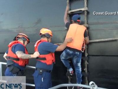 У гавайских берегов спасли колумбийца, два месяца дрейфовавшего в океане