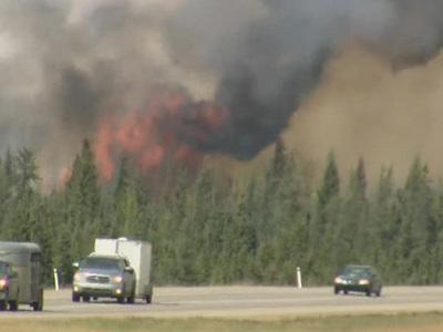 Пожары в Канаде: огонь почти полностью уничтожил город Форт Мак-Мюррей