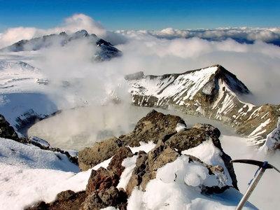 Из-за активности вулкана новозеландские власти призвали туристов не ходить в Мордор