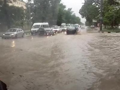 Штормовое предупреждение в Сочи: смерчи, ливень, наводнение