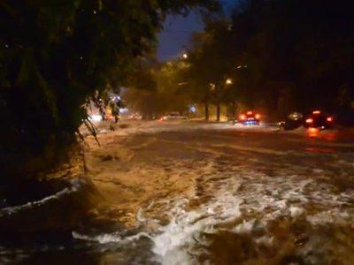 Из-за аномально сильного ливня в Ростове-на-Дону обрушился жилой дом