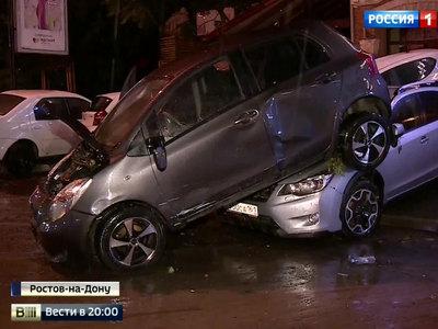 Застали врасплох: ливень и ветер вызвали настоящий потоп в Ростове-на-Дону