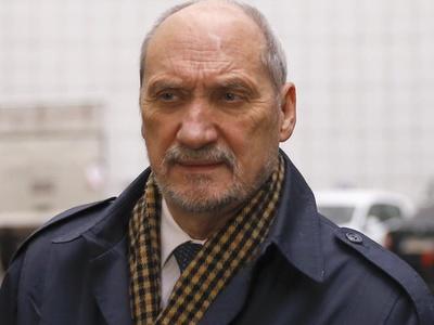 Министра обороны Польши подозревают в работе на Россию
