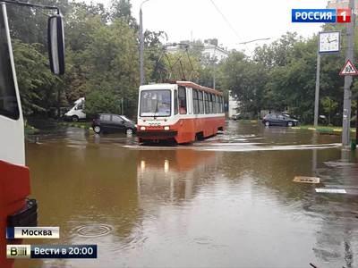 Москва приплыла к рекорду: такого аномального ливня в столице не было уже 130 лет