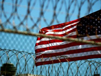 США эвакуируют 700 человек с базы Гуантанамо