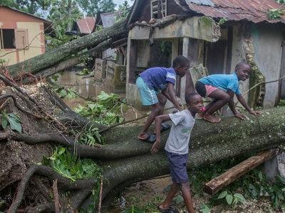 """На Гаити тысячи человек не могут вернуться домой из-за наводнений после """"Ирмы"""""""