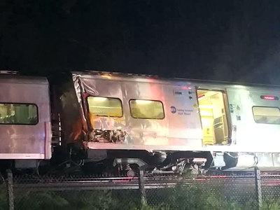 В штате Вашингтон с рельсов сошел пассажирский поезд