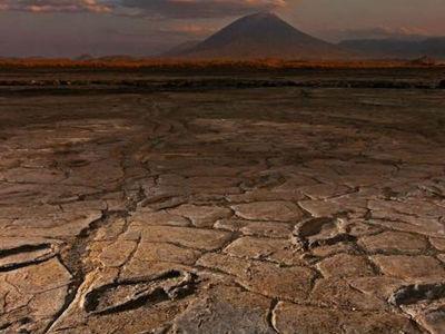 """""""Танцплощадка"""" прошлого: сотни следов древних людей обнаружены вблизи африканского вулкана"""