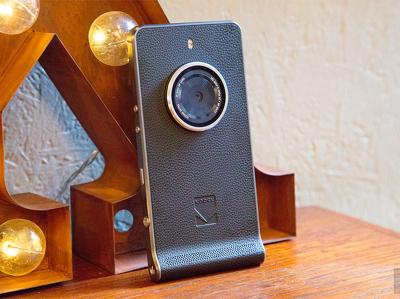 Гаджеты за неделю: от самого маленького смартфона до дронов-полицейских
