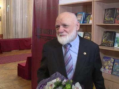 Жизнь как приключенческий роман. Писателю Виктору Слипенчуку - 75 лет