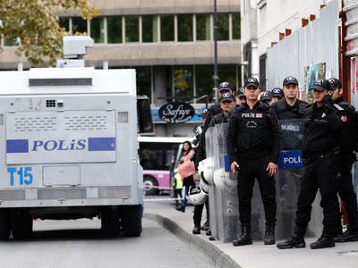 Генкосульство Турции в Цюрихе обстреляли фейерверками