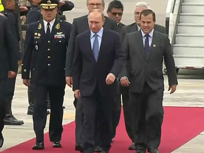 Путин наградил Патриарха и прилетел в Лиму