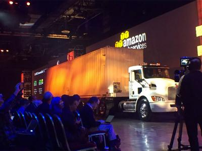"""Amazon перевозит данные в """"облако"""" специальными грузовиками"""