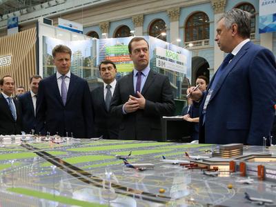 """Медведев побывал на """"Транспорте России"""""""