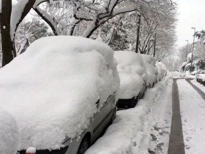 Столицу Чили завалило снегом