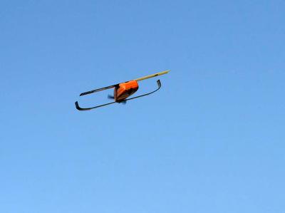 """Военные США испытали """"разумную"""" стаю дронов"""