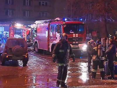 Пожар в автосервисе на юго-западе Москвы: пострадал человек