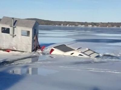 Внедорожник провалился под лед, пересекая крупнейшее озеро в США. Видео