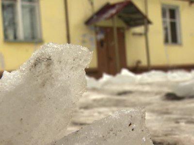 Томск: упавший с крыши снег убил одного ребенка и ранил другого