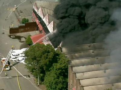 Сидней в дыму: на окраине города горит фабрика по переработке мусора