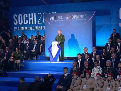 """Медведев и Шойгу приехали в """"Ледяной куб"""" на открытие Всемирных военных игр"""