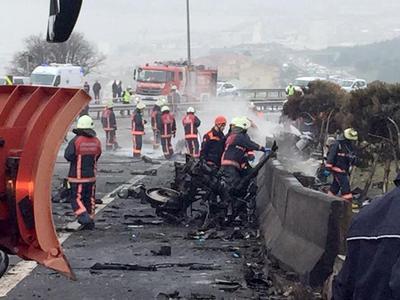 Число жертв крушения вертолета с россиянами в Стамбуле возросло до семи