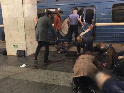 Взрыв в метро Петербурга: погибли 10 человек