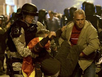 Беспорядки в Македонии: полиция задержала 8 подозреваемых