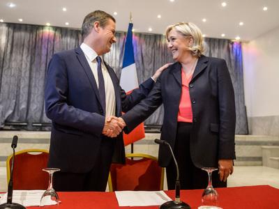 Во Франции прошел митинг против предвыборного союза Ле Пен и Дюпон-Эньяна