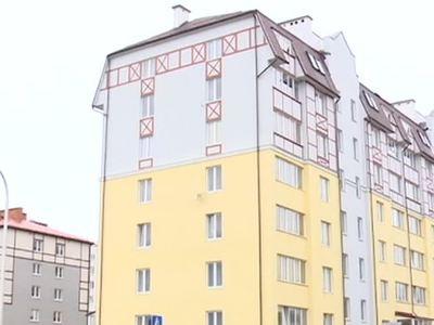 Малыши выжили, упав с восьмого этажа. Одного из них спас прохожий