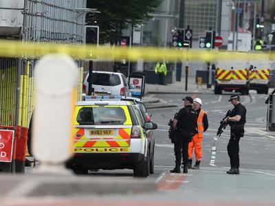 Громкий хлопок вызвал эвакуацию ТЦ в Манчестере