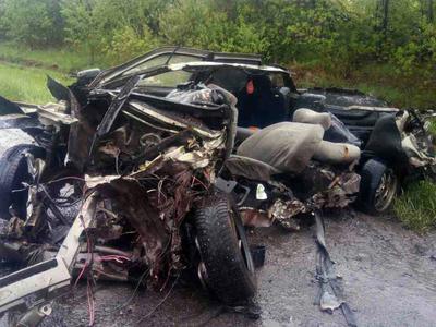 На Урале в жутком ДТП на мокрой трассе водителю оторвало голову