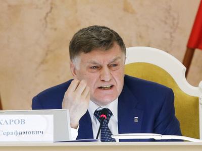 Вы бы еще в пижаме пришли! Спикер петербургского парламента продолжает борьбу за дресс-код