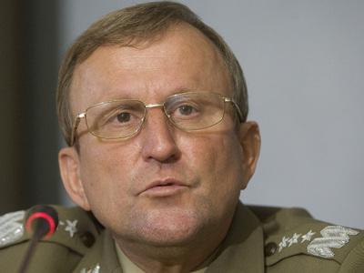 В могиле разбившегося под Смоленском польского генерала нашли останки 7 человек