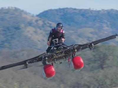 """Легко ли управлять """"летающим мотоциклом"""" Ларри Пейджа: видео"""