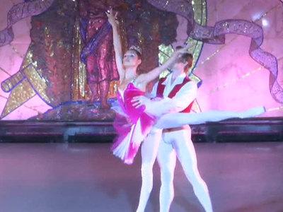 """Станция метро """"Новослободская"""" превратилась в сцену для балета"""